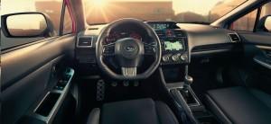 スバル2014WRXの運転席