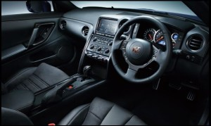 R35 Pure edition運転席インテリア