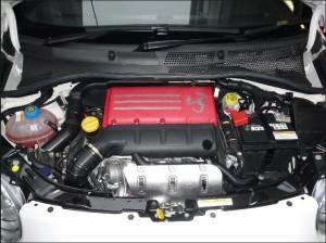 Abarth 595 Competizioneのエンジンルーム