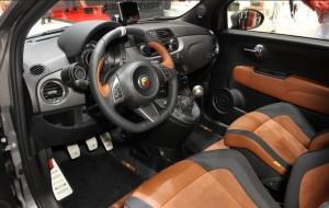 Abarth 595 Competizioneの5MT運転席