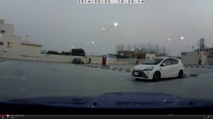 駐車場で見たホワイトカラーのG's AQUA