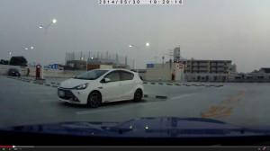 駐車場で見たホワイトカラーのG's AQUA二枚目
