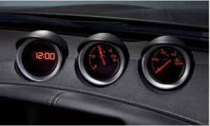 三連デジタル時計と電圧計と油温計