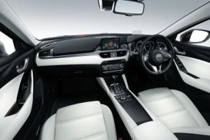 2015アテンザ運転席