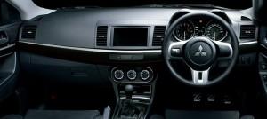 エボXの運転席
