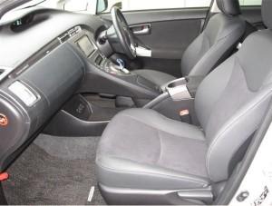 プリウスPHV運転席と助手席シート