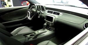 2014カマロ運転席