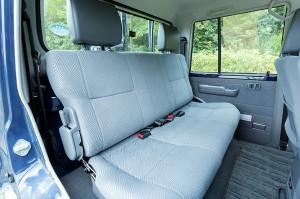 ランドクルーザー70ピックアップタイプ後部座席