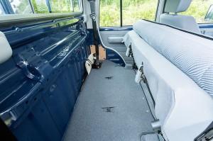 ランドクルーザー70ピックアップタイプ後部座席倒した状態