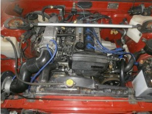 86レビンクーペのエンジンルーム