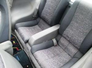 セラ後部座席