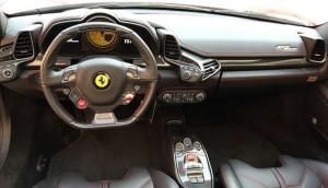 458Spider運転席