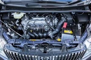 2014エスクァイアガソリン車エンジンルーム