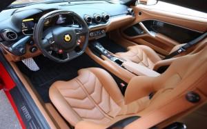 F12berlinetta写真運転席