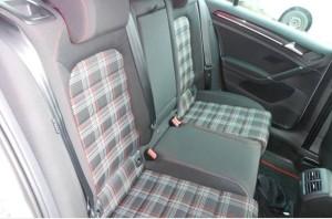 GTI後部座席
