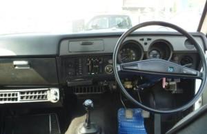 初代スターレット運転席
