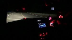 真っ暗な峠でフォグ消灯ヘッドライトのみ
