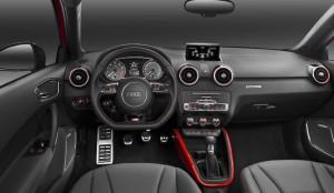 アウディS1スポーツバック左ハンドル運転席