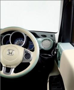 N-BOX スラッシュの運転席