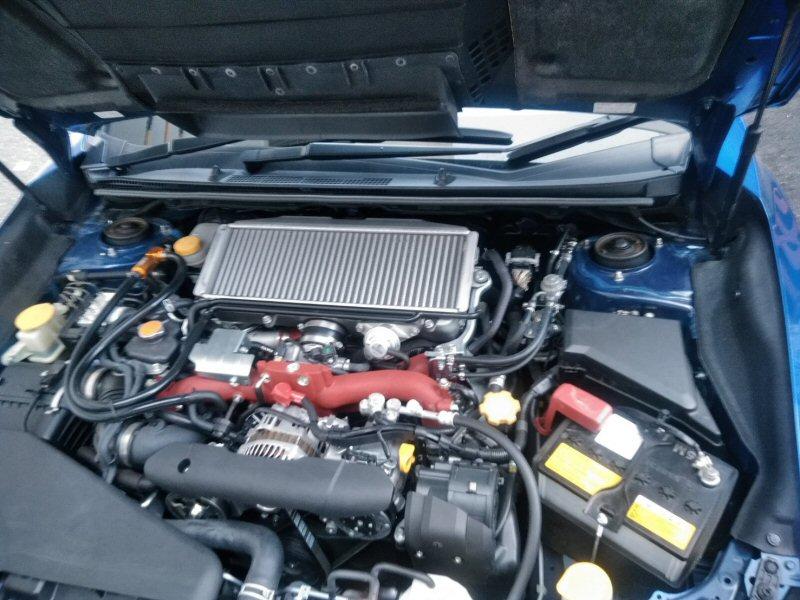 スバル WRX エンジンルーム