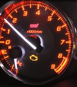 車のエンジンチェックランプ点灯