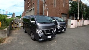 NV350 キャラバン 左がガソリン 右がディーゼル車